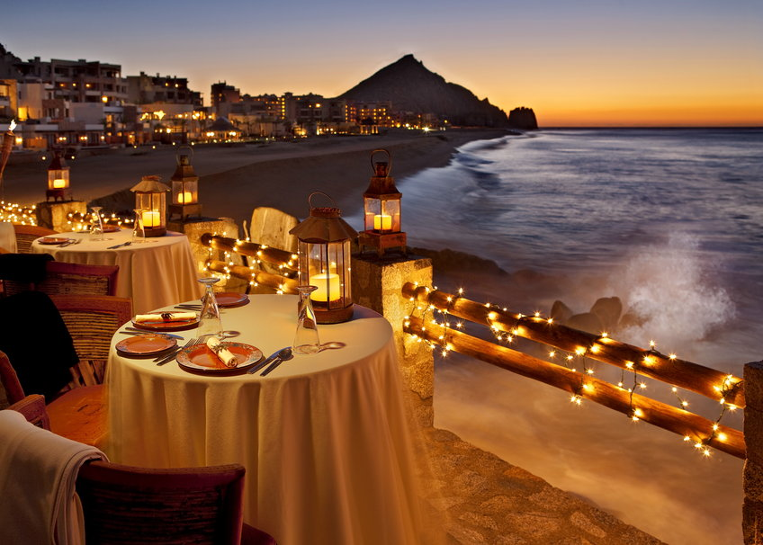 253081__romantic-dinner-at-sunset_p